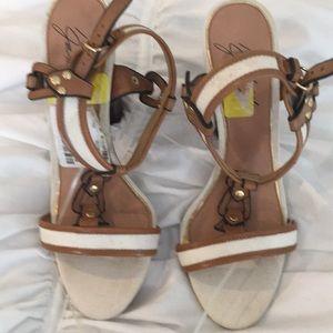 Badgley Mischkah sandals Sz 6.5 new white tan